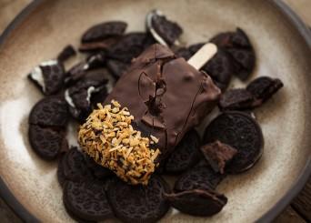 מתכון לארטיק וניל ואוראו עם ציפוי שוקולד